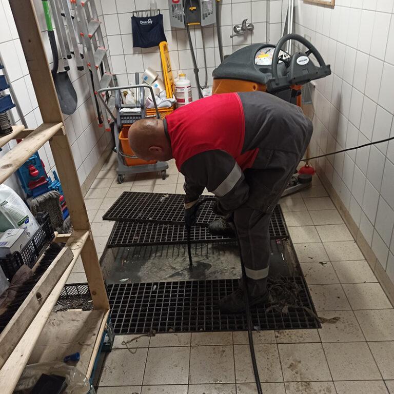 czyszczenie wewnętrznej sieci kanalizacji